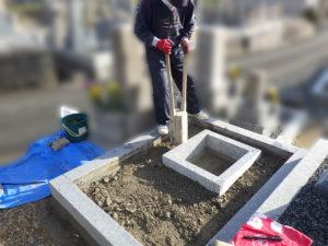 墓石の傾き修繕作業